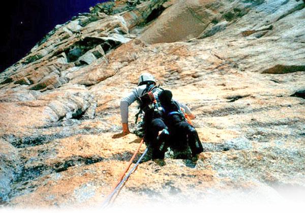 Un capolavoro firmato dalla cordata Piola-Steiner nel 1982  una via  precorritrice dei tempi divenuta il simbolo dell arrampicata moderna nel  massiccio del ... c1ea111753d4